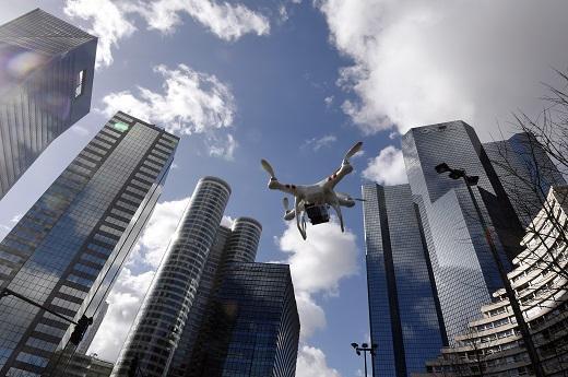 【物流资讯】京东刚试飞无人机 菜鸟的物流机器人来了